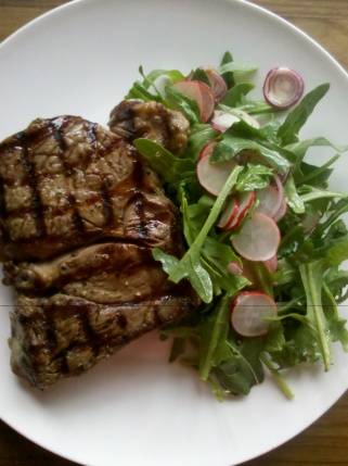 Steak with peppery salad