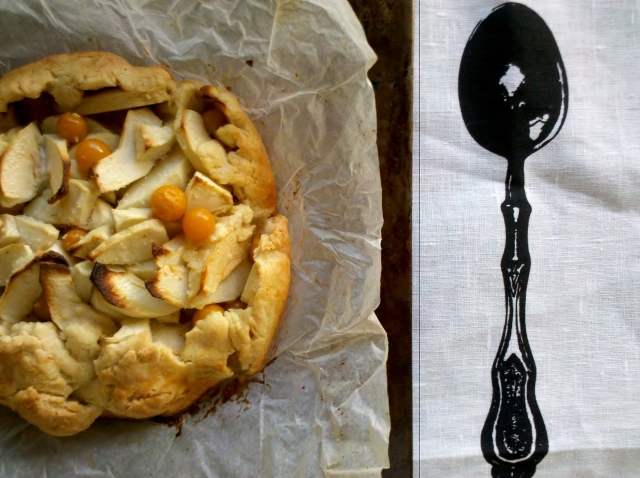 Apple and Cape Gooseberry pie