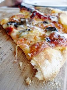Gourmet lamb pizza