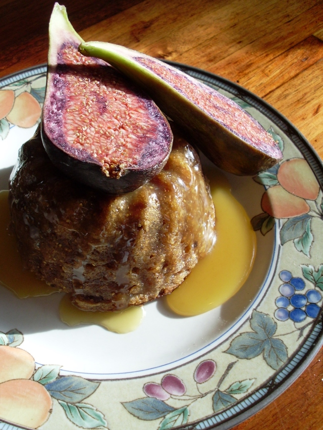 Fig pudding with honey caramel sauce