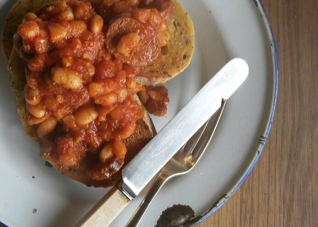 Homemade baked beans in the slow cooker